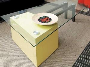 Memadukan Meja Kaca dan Rak