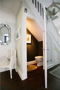 area-bawah-tangga-untuk-kamar-mandi-6-696x1044