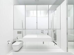 kamar-mandi-putih-696x522