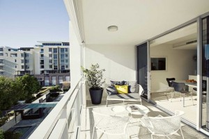 balkon-rumah-menghadap-barat-ini-dia-solusinya-2-696x464
