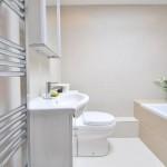 agar-lantai-kamar-mandi-tidak-licin-3-696x462