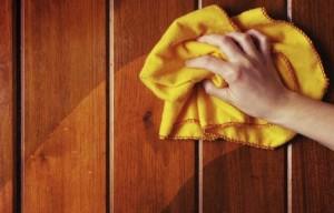 membersihkan furniture kayu