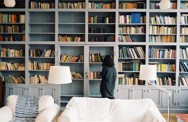 Manfaat Penggunaan Rak Buku Pada Ruangan